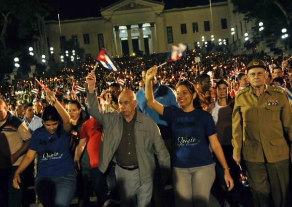 Preside José Ramón Machado Ventura (CI), vicepresidente de los Consejo de Estados y de Ministro de Cuba, la tradicional Marcha de las Antorchas,  desde la escalinata de la Universidad de La Habana hasta la Fragua Martiana, el 27 de enero de 2013, para recordar al Héroe Nacional, José Martí,  en vísperas del aniversario 160 de su natalicio.  AIN FOTO/Marcelino VÁZQUEZ HERNÁNDEZ