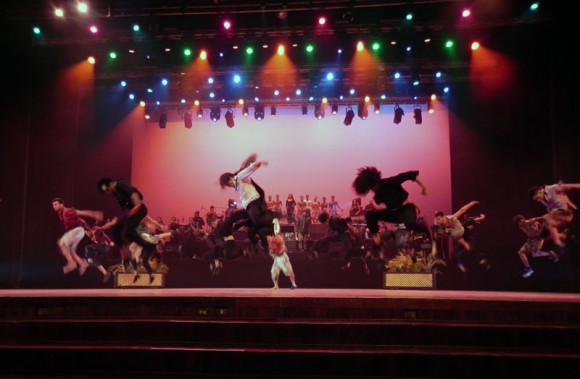 """Escena """"¿Mendigo o Genio?"""" del musical """"El caballero de París. Foto: Marianela Dufflar"""