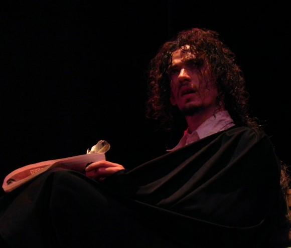 """Escena """"¿Mendigo o Genio?"""" del musical """"El caballero de París"""". Foto: Marianela Dufflar"""