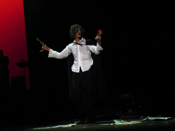 """Escena """"Un amigo es como una luz"""" del musical """"El caballero de París"""". Foto: Marianela Dufflar"""