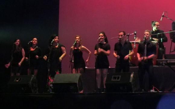 Un coro de primera  conformado por: Jessica Rodríguez, Mariela Flores, Mariela González, Liset Ochoa, Daynelis de la Portilla, David Daniel y Alberto Polanco.