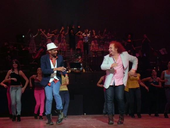 Kelvis Ochoa  y Descemer Bueno disfrutaron de este espectáculo. Foto. Marianela Dufflar