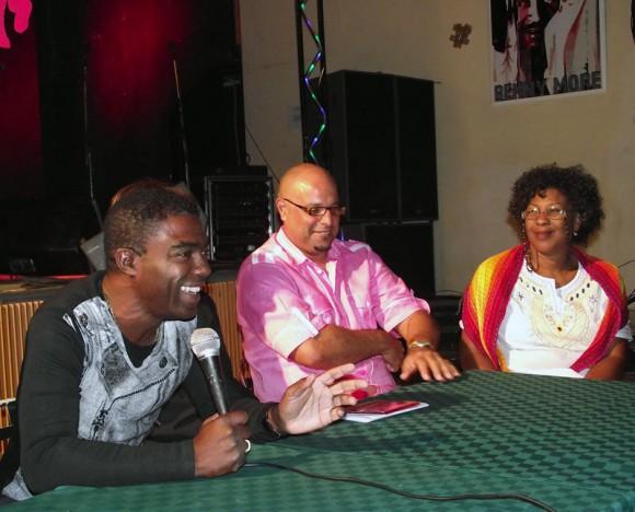 Producido por el director, músico y compositor Manolito Simonet, el fonograma perteneciente al sello discográfico Bis Music de ARTex, muestra el quehacer de Rumbatá. Foto. Marianela Dufflar/Cubadebate