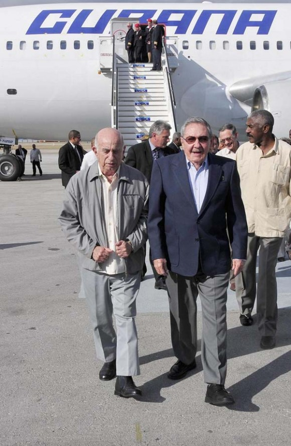 Llegada de Raúl al Aeropuerto Internacional José Martí.
