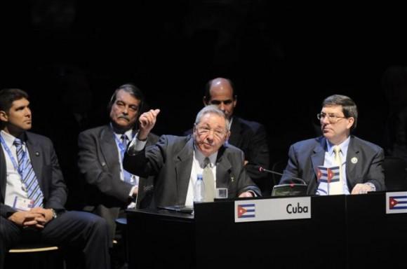 raul-castro-asume-cuba-presidencia-de-celac-en-chile-enero-de-2013