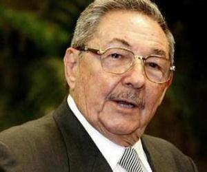 Presidente cubano felicita a Rafael Correa por su arrollador triunfo electoral
