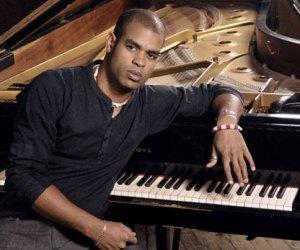 Pianista Roberto Fonseca estrenará disco en teatro Mella