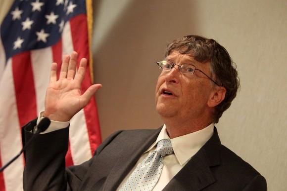 Bill Gates avala nuevo anticonceptivo femenino: un microchip a control remoto