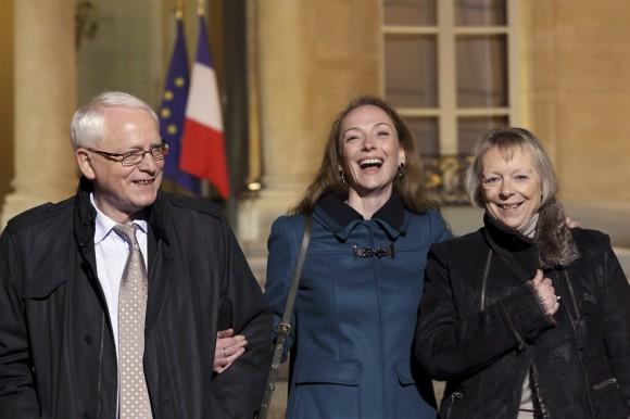 Florence Cassez junto a sus padres. Foto: AFP.