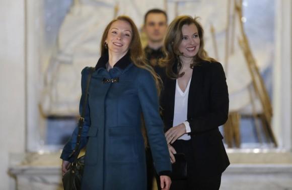 Florence Cassez y la primera dama. Foto: AFP.
