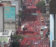 Venezolanos se concentraron en los alrededores de Miraflores para apoyar al presidente Hugo Chávez. FOTO: AFP