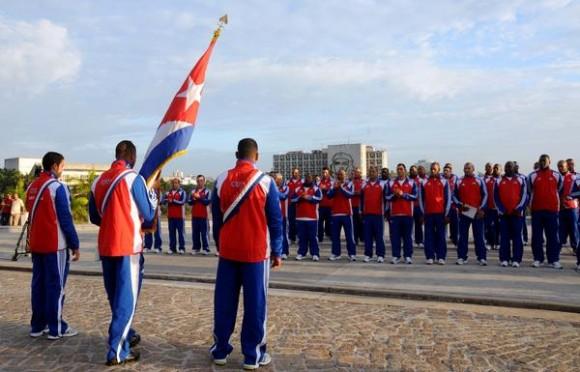 Ceremonia de abanderamiento de la escuadra cubana de béisbol que intervendrá en el III Clásico Mundial, efectuada en el Memorial José Martí, en La Habana, Cuba, el 14 de febrero de 2013. Foto: ACN.
