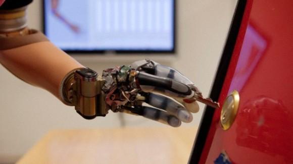 Una mano biónica capaz de devolver el sentido del tacto está siendo desarrollada en Suiza