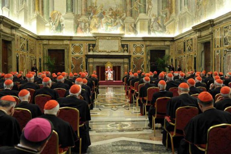 de todo el mundo en el Vaticano para despedirse de ellos. FOTO: AP