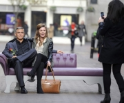 Una figura de cera del actor George Clooney del Madame Tussauds se exhibe en Carnaby Street en Londres. Foto: Facundo Arrizabalaga / EFE