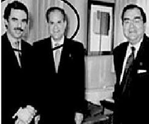 Llama, al centro, flanqueado por Aznar y Pepe Hernández.