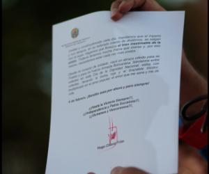 El presidente de la República, Hugo Chávez, envió este lunes un mensaje al pueblo venezolano, a propósito de los 21 años de la rebelión cívico-militar del 4 de febrero de 1992, que fue leída por el Vicepresidente Ejecutivo, Nicolás Maduro, durante la masiva movilización popular que se realizó en la Plaza La Pagüita, alrededor del Palacio de Miraflores, en Caracas.