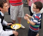 Niños británicos y policía