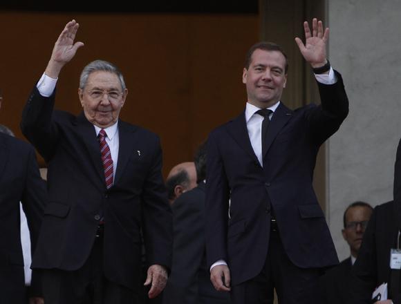 Raúl Castro y Dimitri Medvedev