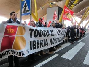 Segundo día de huelga de trabajadores de Iberia por recortes de puestos de trabajo