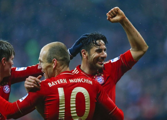 Munich's Pizarro celebrates a goal against HSV Hamburg during their German Bundesliga first division soccer match in Munich