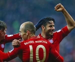 Munich's Pizarro celebrates a goal against HSV Hamburg during their German Bundesliga first division soccer match in Munich
