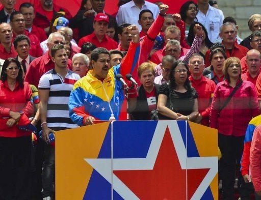Maduro candidato para comicios presidenciales en Venezuela;  cumple juramento con Chávez (+ audio)
