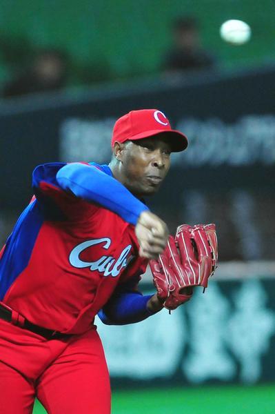 El lanzador Danny Betancour, ganador del último juego de preparación del equipo Cuba de béisbol para el III Clásico Mundial contra un equipo de la liga profesional local, en Fukuoka, Japón, el 1 de marzo de 2013. AIN FOTO/Ricardo LÓPEZ HEVIA/PERIÓDICO GRANMA/