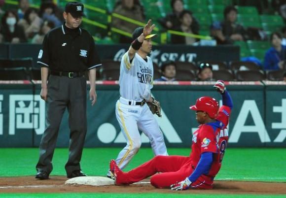 Último juego de preparación del equipo Cuba de béisbol para el III Clásico Mundial contra un equipo de la liga profesional local, en Fukuoka, Japón, el 1 de marzo de 2013. AIN FOTO/Ricardo LÓPEZ HEVIA/PERIÓDICO GRANMA/