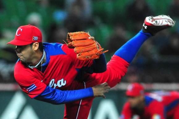 Ismel Jiménz abrió y se apunto la victoria en el estreno de la selección cubana en el Clásico Mundial de Béisbol con  resultado de cinco carreras por dos sobre Brasil, en Japón, el 2 de marzo de 2013. AIN FOTO/Ricardo López Hevia/DIARIO GRANMA