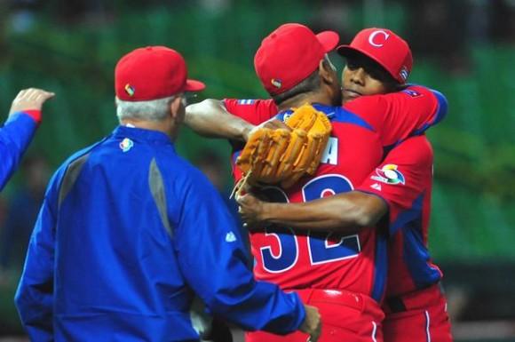 La selección cubana se estrenó en el Clásico Mundial de Béisbol con victoria de cinco carreras por dos sobre Brasil, en Japón, el 2 de marzo de 2013. AIN FOTO/Ricardo López Hevia/DIARIO GRANMA