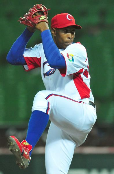 El lazandor cubano Danny Betancourt (ganador),  en el juego contra China, donde Cuba venció con doce carreras por cero y aseguró su presencia en la segunda ronda del III Clásico Mundial de Béisbol, en la ciudad de Fukuoka, en Japón, el 3 de marzo de 2013. AIN FOTO POOL/Ricardo LÓPEZ HEVIA/Periódico Granma