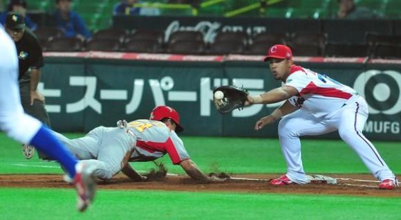 Cuba superó a China con victoria de doce carreras por cero y aseguró su presencia en la segunda ronda del III Clásico Mundial de Béisbol, en la ciudad de Fukuoka, en Japón, el 3 de marzo de 2013. AIN FOTO POOL/Ricardo LÓPEZ HEVIA/Periódico Granma