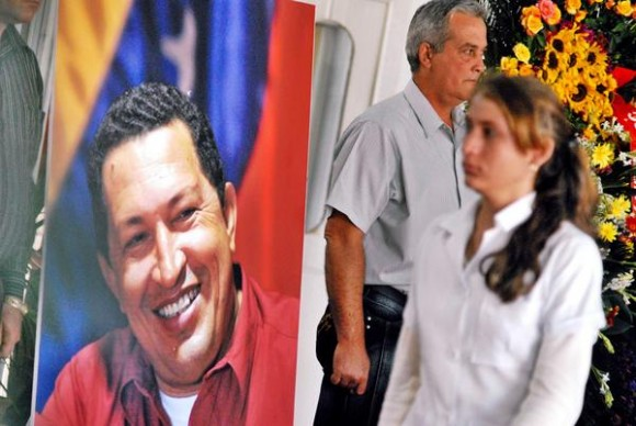 El pueblo tunero rinde homenaje póstumo al Presidente venezolano Hugo Rafael Chávez Frías, en el Memorial Vicente Gracía, en Las Tunas, Cuba, el 7 de marzo de 2013.  AIN FOTO/Yaciel PEÑA DE LA PEÑA/