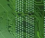 4674514-verde-con-chip-microprocesador-de-condensadores-resistencias-y-transistores