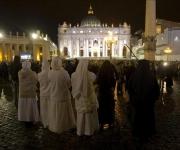 La Plaza de San Pedro se llenó de personas durante la elección del nuevo Papa. Foto: REUTERS