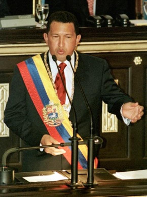 2 de febrero 1999. El recién investido presidente de Venezuela por vez primera, se dirige al Congreso de Venezuela tras ganar las elecciones presidenciales del 6 de diciembre con un 56% de los votos. © AFP Rodrigo Arangua