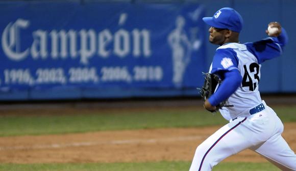 El lanzador derecho Odrisamer Despaigne, no permitió carreras. Foto: Ladyrene Pérez/Cubadebate.