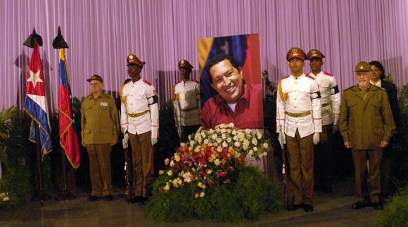 Dirigentes cubanos rinden tributo a Chávez