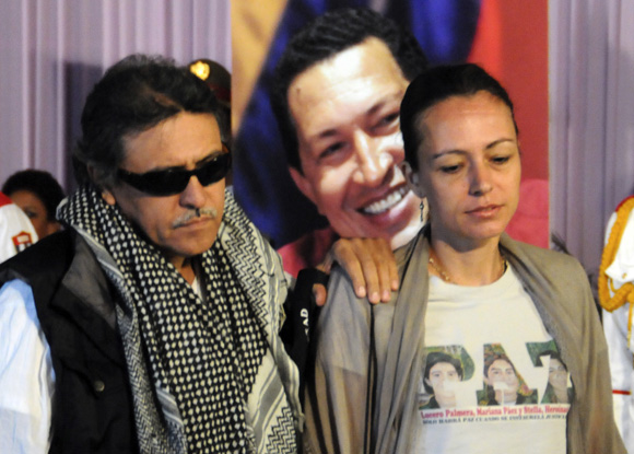 Jesús Santrich y Tanja Nijmeijer, Guerrilleros de las FARC, durante el homenaje póstumo al presidente Hugo Chávez.  Foto: Ladyrene Pérez/Cubadebate.