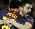 Messi abraza a Villa