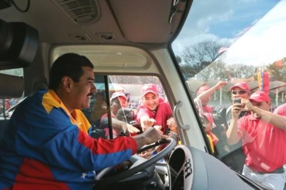 Maduro efue chofer de autobús de la red de transporte público estatal Metrobús en la década de los noventa.