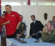 Fidel Recorrido junto a Chávez por Expocuba en ocasión de la primera reunión Cuba  Venezuela para la aplicación de la Alternativa Bolivariana para las Américas  28 de abril de 2005