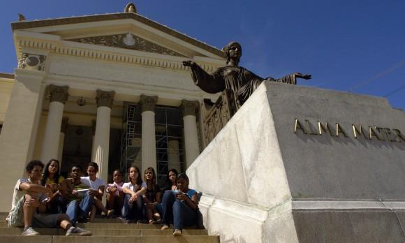 Universitarios cubanos. Foto: Daylén Vega/Cubadebate.