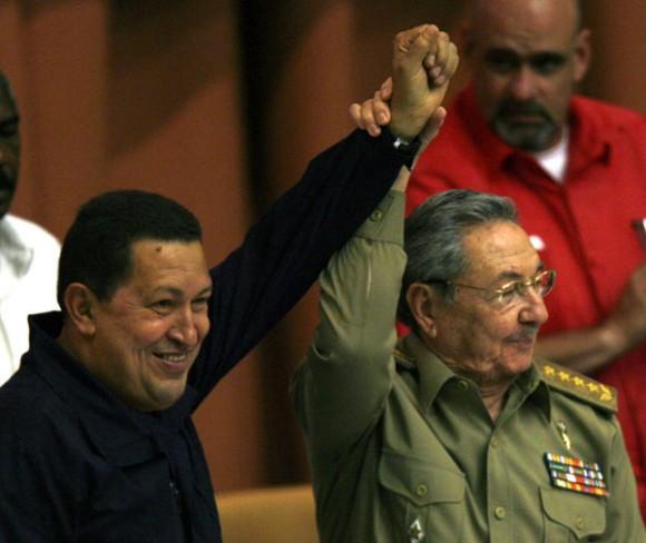 Chávez y Raúl. Foto: Ismael Francisco/Cubadebate.