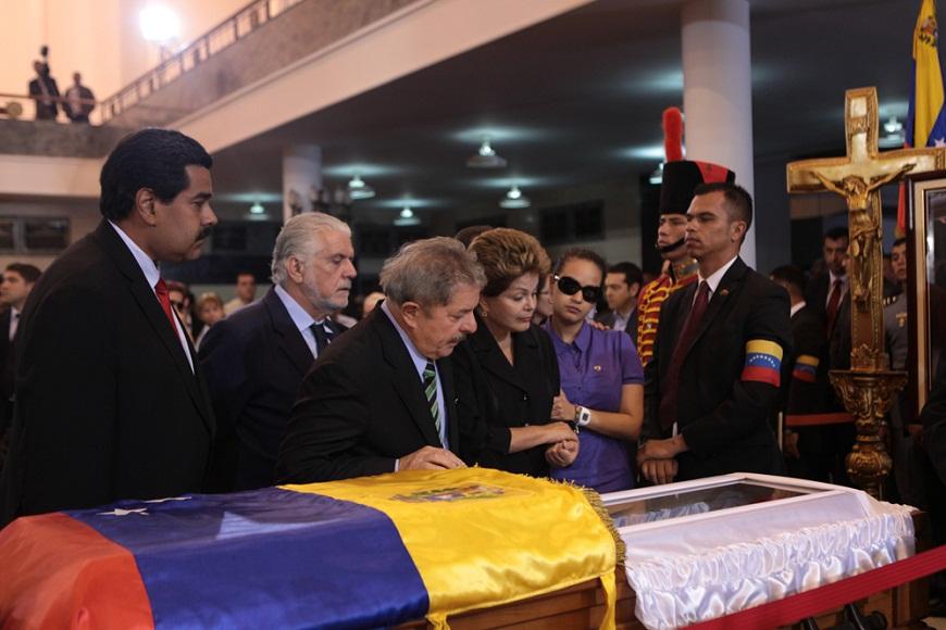 La presidenta de Brasil, Dilma Roussef, y el ex mandatario, Luiz Inacio Lula da Silva. FOTO: Miraflores