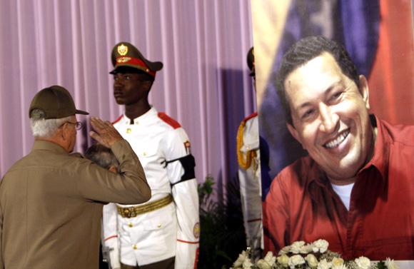 Rinde Homenaje el pueblo de Cuba a Hugo Chávez, en la Plaza de la Revolución. Foto: Ismael Francisco/Cubadebate.