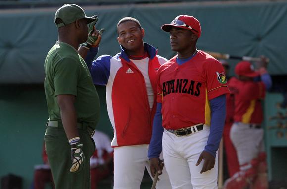 Ariel Sánchez (derecha), clave en la tanda alta yumurina. Foto: Ismael Francisco/Cubadebate.