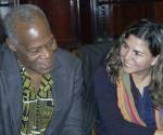 Danny Glover junto a Kenia Serrano