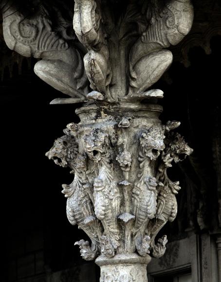 Detalle de las columnas del Palacio de Guasch. Foto: Ismael Francisco/Cubadebate.